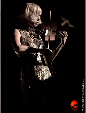 Ute at the supperclub playing her light emitting 5 string electric violin on the dance floor