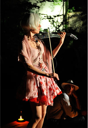 Ute entertaining the public on her light emitting electric violin at a VIP party in Verona
